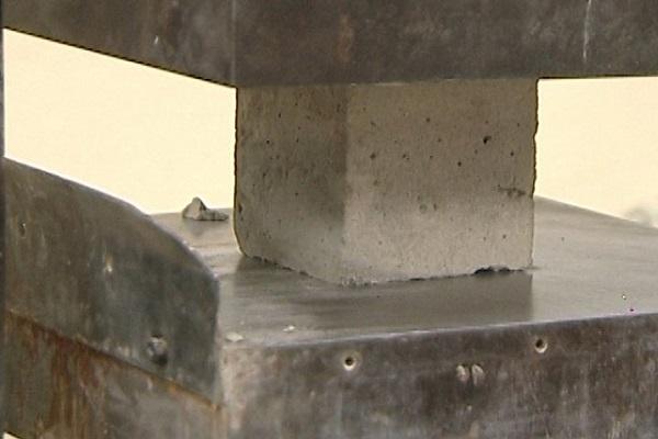 Разрушение кубика бетона выровнять бетон