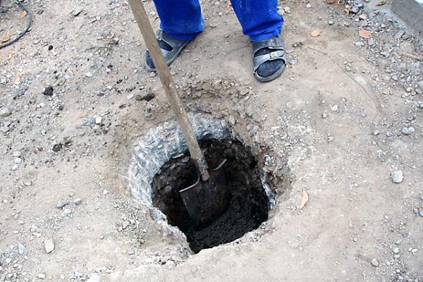 Чем пробурить землю под столбы для забора