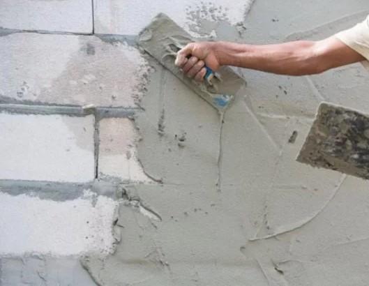 Если добавить в цементный раствор гипсовую штукатурку устройство плинтусов из цементного раствора