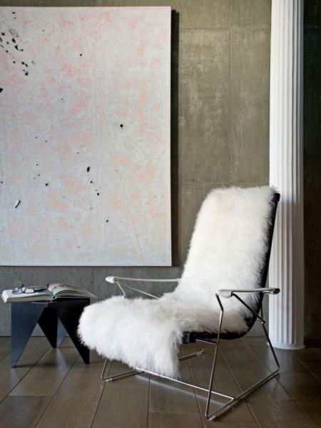 В оформлении современной квартиры также можно использовать оригинальные цветовые варианты с покраской бетона