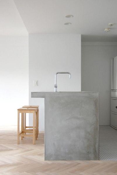Основание стола, полки, тумбочки из бетона придадут шарма интерьеру в целом